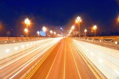 Auto's op de wegen bij nacht Stock Fotografie