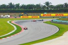 Auto's op spoor bij kwalificatie van Formule 1 Stock Foto's