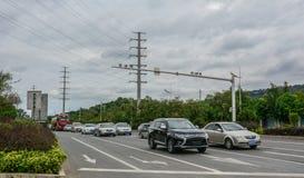 Auto's op straat van Nanning, China royalty-vrije stock foto's