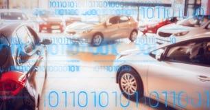 Auto's op vertoning met blauwe binaire code Stock Foto