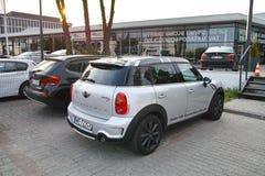 Auto's op zonsondergangachtergrond Stock Fotografie