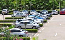 auto's in parkeerterrein Stock Foto