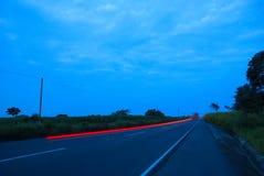 Auto's speedingon een weg, Guatemala, Midden-Amerika, snelheidsauto royalty-vrije stock afbeelding