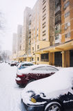 Auto's tijdens de winter worden geparkeerd die Royalty-vrije Stock Foto's