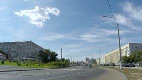 Auto'saandrijving op de stadsweg, timelaps stock footage