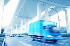 Auto sich schnell bewegend Lizenzfreie Stockbilder