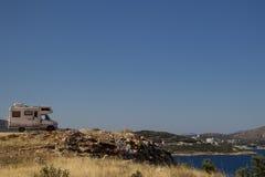 Auto släp på kusterna av det Ionian havet albacoren fotografering för bildbyråer