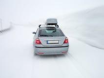 Auto in Sneeuwstorm Stock Afbeelding