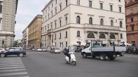 Auto'sritten rond de stad stock videobeelden