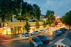 Auto'staxistandplaats in het Parkeerterrein bij de Ingang Stock Foto