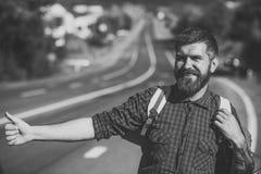 Auto stopp för turist- lopp för handelsresande lyckligt Fotografering för Bildbyråer