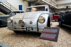 Auto Tatra 77 A van jaar 1937 tribunes in Nationaal technisch museum royalty-vrije stock foto's