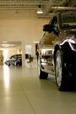 Auto in toonzaal royalty-vrije stock afbeeldingen