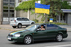 Auto with Ukrainian flags Royalty Free Stock Photography