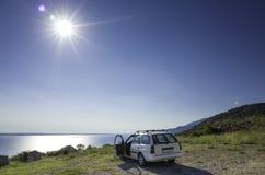 Auto und adriatisches Meer Kroatien Europa Lizenzfreie Stockbilder