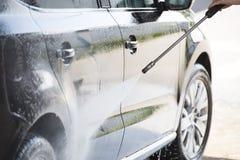 Auto und Hochdruckreiniger Stockfoto