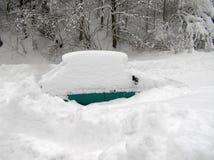 Auto und Schnee Lizenzfreie Stockfotos