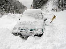 Auto und Schnee Lizenzfreies Stockbild