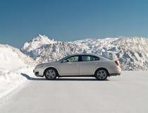 Auto und snowbank Stockfoto