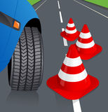 Auto und Verkehrskegel Stockfoto