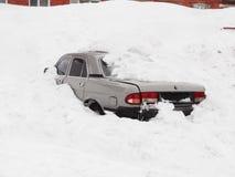 Auto unter dem Schnee Lizenzfreies Stockbild