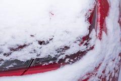Auto unter Schneelicht lizenzfreies stockfoto