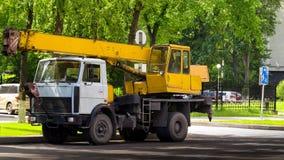 Auto żuraw na drodze Obraz Stock