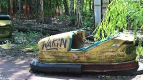 Auto van de de Jonge geitjes de Elektrische Bumper van Tchernobyl Pripyat in Pretpark stock footage