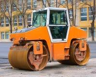 Auto voor asfalt het leggen Stock Foto