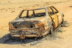 Auto-Wrack in der Wüste Lizenzfreie Stockfotografie