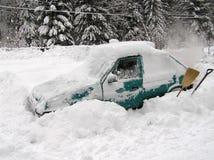 Auto y nieve imagenes de archivo
