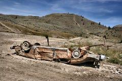 Auto zerschmettert in der Wüste Lizenzfreie Stockfotos