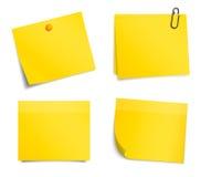 Autoadesivi gialli dell'avviso di vettore su fondo bianco royalty illustrazione gratis