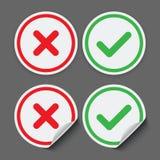 Autoadesivi rossi e verdi del segno di spunta Icone del segno di spunta di vettore Immagine Stock