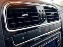 Autoairconditioning de luchtstroom binnen de auto Detailinteri stock foto's