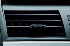 autoairconditioning - sluit omhoog van autolucht, Auto koelmachine stock afbeeldingen