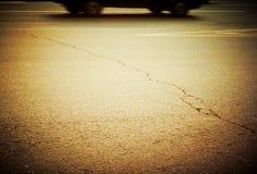 Autoantreiben an der großen Geschwindigkeit in der Datenbahn. lizenzfreies stockfoto