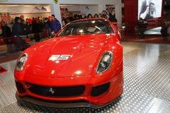 Roter Ferrari-Rennwagen Stockbilder