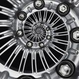 Autoautomobilradfelgespiralenzusammenfassung metallischer Fractalhintergrund Silberne Sechskantmuttern, Radspeichen winden sich E lizenzfreie abbildung