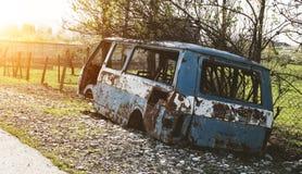 Autobús abandonado y desmontado fotos de archivo