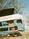 Autobús abandonado y desmontado foto de archivo libre de regalías