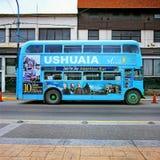 Autobús azul, Ushuaia, Tierra del Fuego, la Argentina Fotografía de archivo libre de regalías