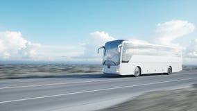 Autobús blanco turístico en el camino, carretera Conducción muy rápida Concepto turístico y del viaje Animación realista 4K metrajes