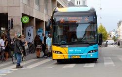 Autobús de Copenhague en la línea 5C Imagenes de archivo