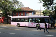 Autobús de la ciudad del kilolitro en el seni Malasia del pasa Fotos de archivo