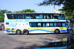 Autobús de la compañía del viaje de Pornpiriya ningún 18-25 Fotos de archivo