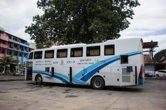 Autobús de la compañía del viaje de Phuluang ruta Khonkaen y Chiangmai imagen de archivo