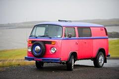 Autobús de VW - T2 del transportador de VOLKSWAGEN Imagenes de archivo