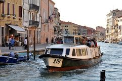Autobús del agua de Vaporetto Imagen de archivo libre de regalías