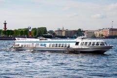 Autobús del río, St Petersburg Fotografía de archivo libre de regalías